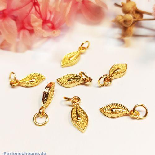 2 Charms Metallanhänger Blatt mit Bindering goldfarben 14 mm