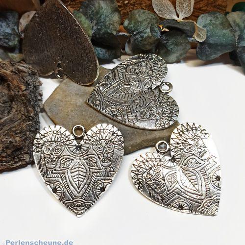 1 Metallanhänger Herzen im Herz silber 27 mm