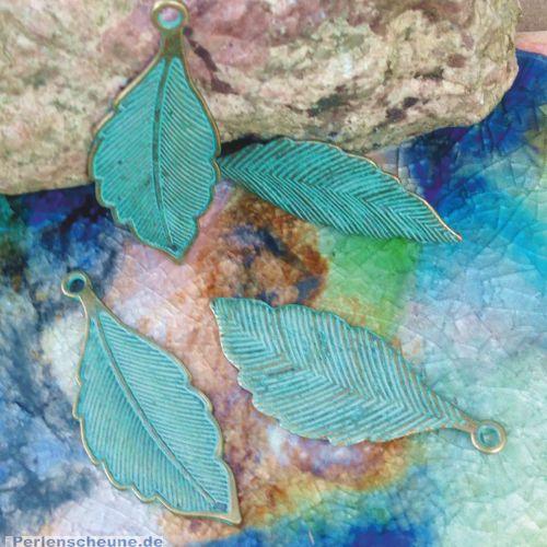 Großer Ketten Anhänger Blatt/Feder  in bronze antik Patina grün