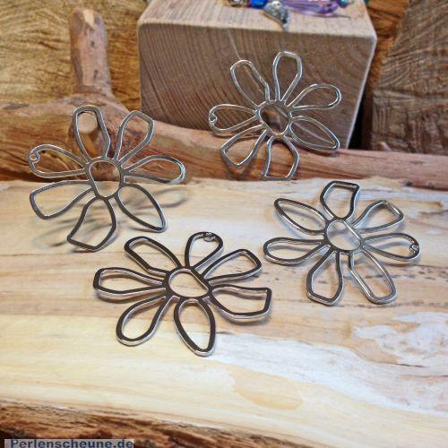 1 Metallanhänger 52 mm Blume silberfarben