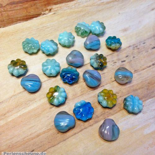 20 böhmische Glasperlen Blüten Muschelnals Mix in türkis grün blau