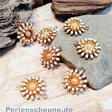 2 Charms Kettenanhänger kleine 3D Blume Emaille weiss gold 15 mm