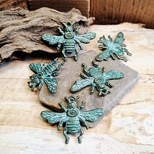 2 Kettenanhänger Charms Insekt Biene bronze antik Patina 32 mm