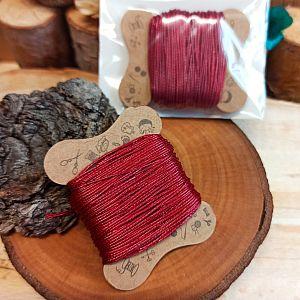 10 m Perlschnur 0,5 mm gewachste Baumwolle weinrot auf Karte