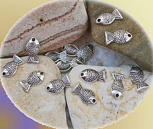 10 Metallanhänger Fisch antik silber 14 x 7 mm Loch 2 mm