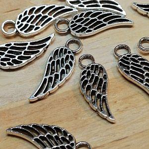 10 Metallanhänger Engelflügel silber antik 18 mm
