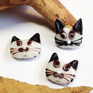 Katzenperlen Set mit 2 Glaslampworkperlen Katzen handmade weiß 22 mm