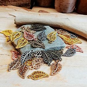 12 Charms Kettenanhänger Blätter 14 mm Farbmix