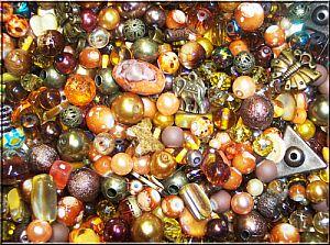 80g Perlenset mit über 100 Perlen brauntönig Materialmix 6 -30 mm