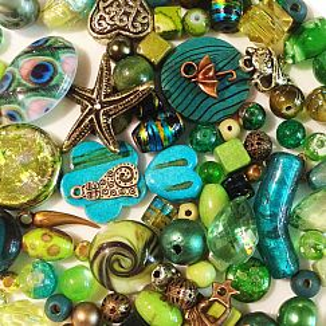80 g Perlenset mit über 100 Perlen smaragdgrün Perlenmix 6 - 30 mm