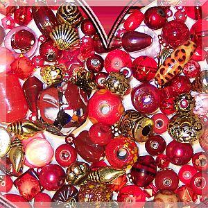Perlenset mit über 100 Perlen rote Liebe 80g Materialmix 6 -30 mm
