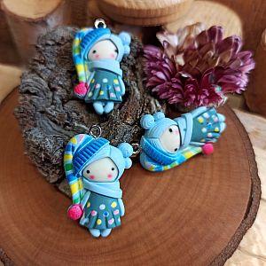 1 Anhänger Figur Mädchen 30 mm Polymer clay hellblau