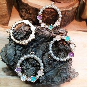 2 Charms Kettenanhänger Armbandanhänger Ohrhänger Emaille Blumen