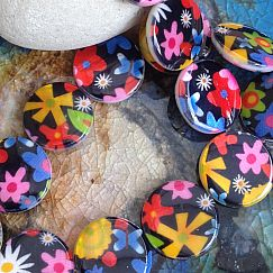 1 Strang mit 22 flachen Perlmuttperlen rund 18 mm Blumen