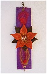 Filzarmband mit Blüte braun lila