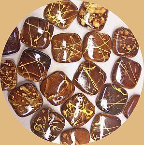 5 große flache Perlen braunmarmoriert Quadrat mit Gold