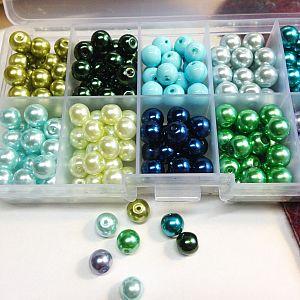 Perlenbox mit 200 Glaswachsperlen blau grün 8 mm