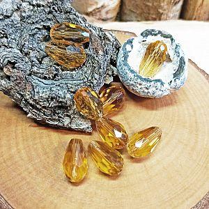 8 Facettierte geschliffene Glastropfenperlen 16 x 9 mm honigfarben