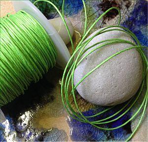 1 Rolle 80 m Perlschnur 1 mm gewachste Baumwolle moos grün