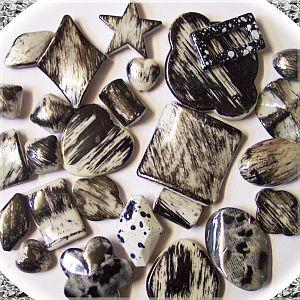 Perlenset 20 große schwarze fancy Acryl Perlen 20 - 45 mm