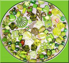 über 100 Perlen Perlenmischung grüntönig 80g Materialmix 6 -30 mm