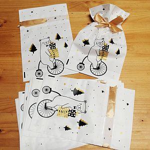 2 Geschenktüten semitransparent mit Bär 23,5 x 15 cm