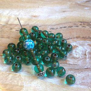 50 Glasperlen Kugelform 6 mm grün mit Innenperle